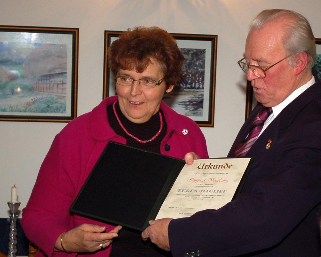 Ehrenmitgliedschaft-Irmgard-Vogelsang-2011