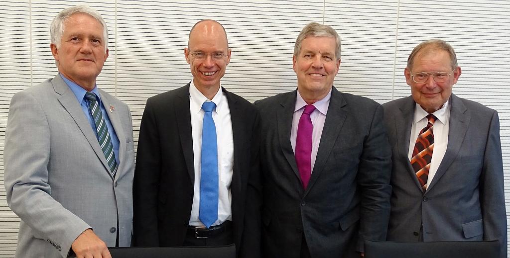 Ehrenmitgliedschaft-Manfred-Hugo-und-Georg-Schirmbeck-Kreisgemeinschaft-Allenstein-Land-Nahaufnahme