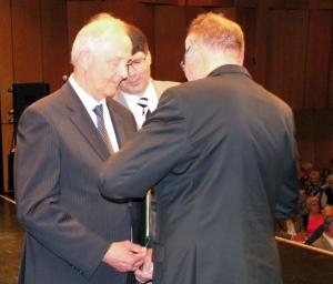 Goldenes Ehrenzeichen der Landsmanschaft Ostpreußen für den Allensteiner Jürgen Zauner